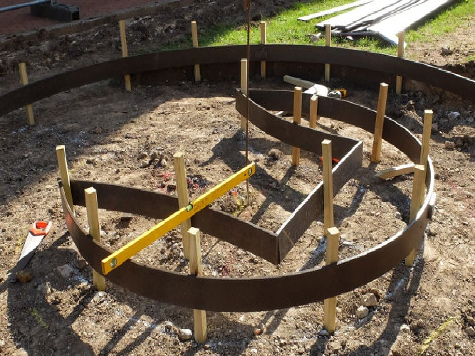 Vie Central Space Garden Project - Flexible Edging Shuttering