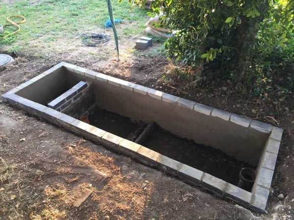 Septic tank lid made from recycled plastic planks